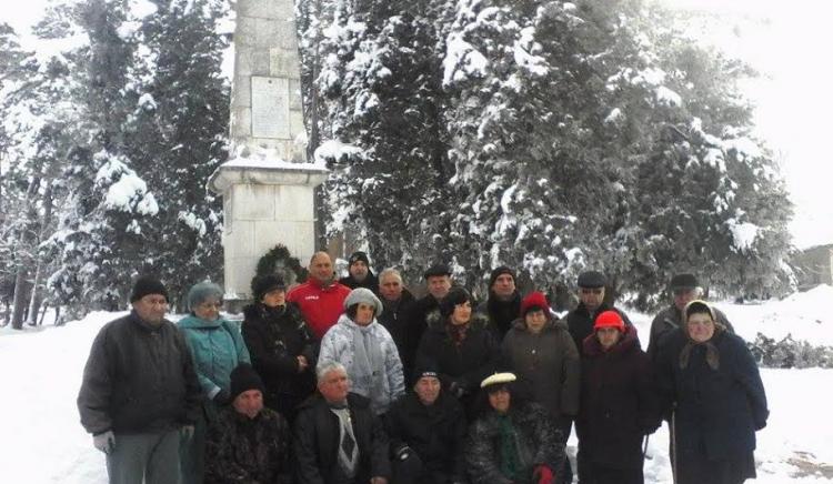 БСП-Ловеч отбеляза смъртта на партизани и ятаци на паметника в с. Александрово