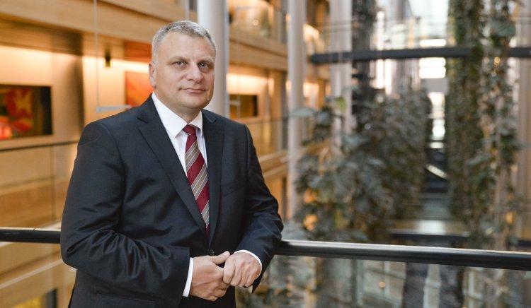 Евродепутатът от Групата на социалистите и демократите в ЕП Петър Курумбашев ще се срещне с граждани на Ловеч този петък